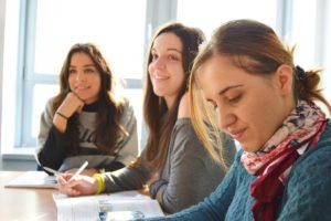 étudiants à l'école - devoirs au lycée