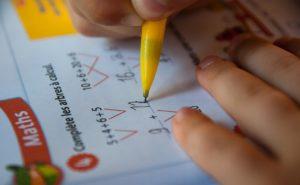 devoir de maths à l'école - apprentissage - scolaire